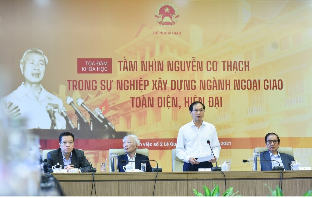 Former Foreign Minister Nguyen Dy Nien, Minister Bui Thanh Son, former Deputy Prime Minister Vu Khoan, Deputy Foreign Minister Dang Minh Khoi (from right to left).