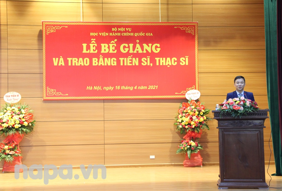 Newly graduated doctor Truong Quoc Viet speaking at the Graduation Ceremony