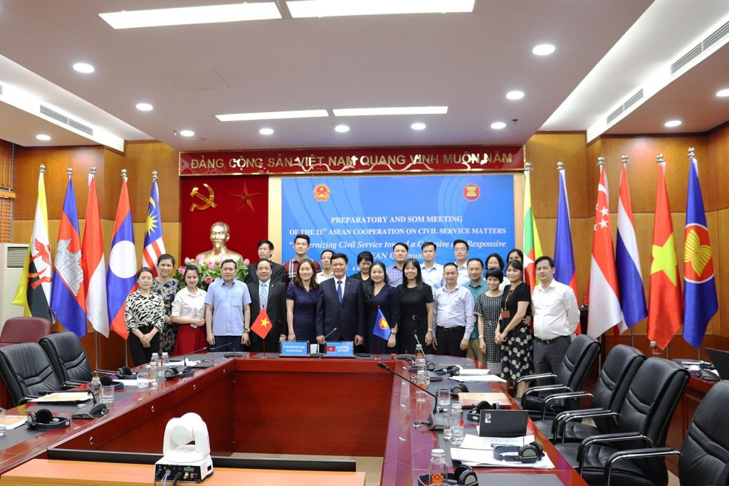 Photo time of Deputy Minister Nguyen Duy Thang and the meeting participants.