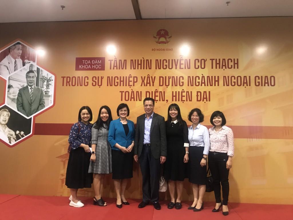 Photo time of NAPA delegation and Deputy Foreign Minister Dang Minh Khoi and former Ambassador Nguyen Nguyet Nga.