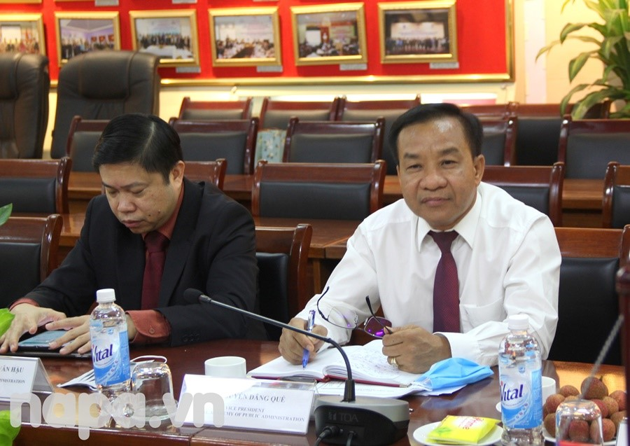 Dr. Nguyen Dang Que delivered a speech at the meeting