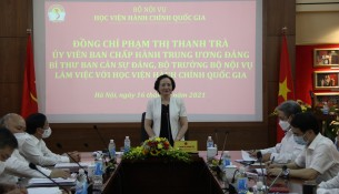 Minister of Home Affairs Pham Thi Thanh Tra charing the working session