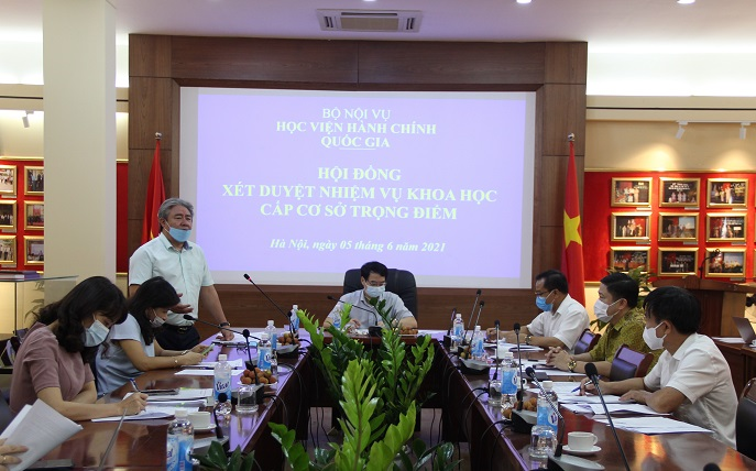 Dr. Dang Xuan Hoan, NAPA President speaking at the working session