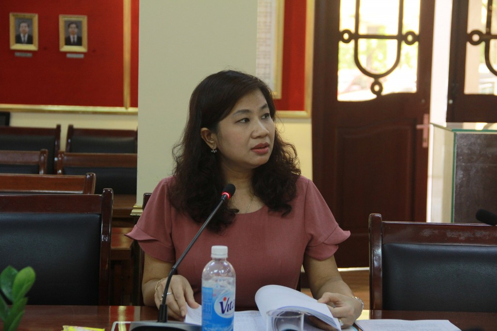 Assoc. Prof. Dr. Nguyen Thi Thu Van speaking at the working session.