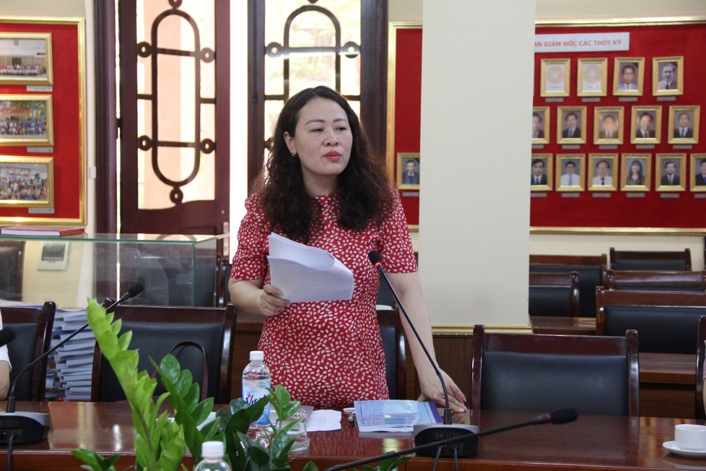 Assoc. Prof. Dr. Tran Thi Dieu Oanh speaking at the working session.