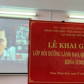 Assoc. Prof. Dr. Nguyen Hoang Hien, Director General, NAPA Campus in Hue city making opening speeches of the training course