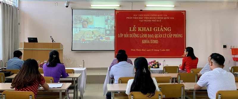Mr. Phan Xuan Thi speaking at the ceremony on behalf of the course participants