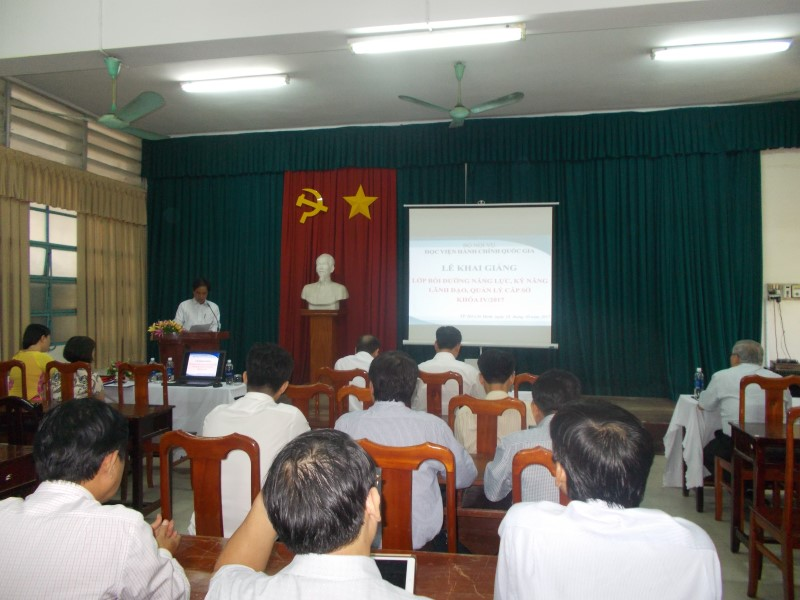 Khai giảng Lớp BDNLKNLD cap Sở IV 2017 _ 1