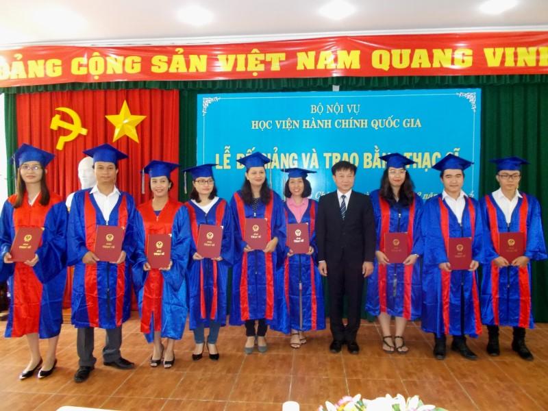 Lễ bế giảng và trao bằng Thạc sỹ năm 2017 _ 8