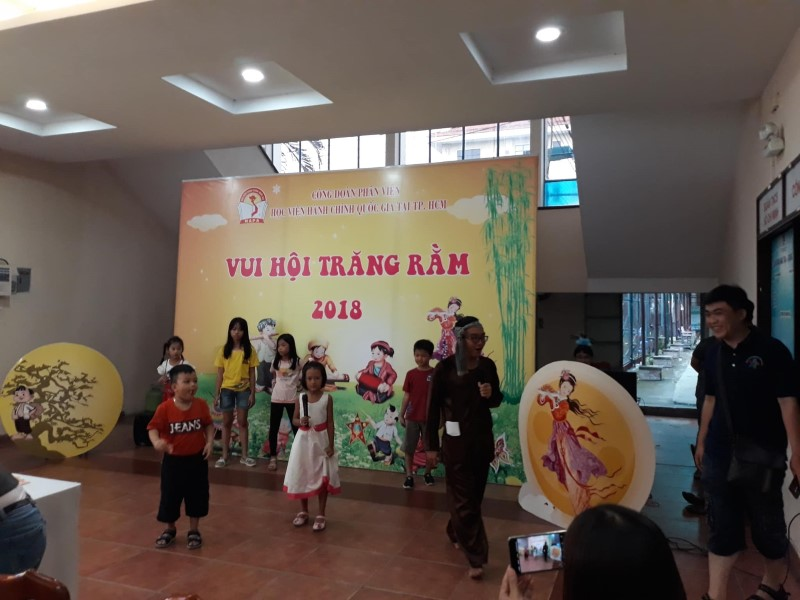 Vui hoi Trang ram 2018 _ 6