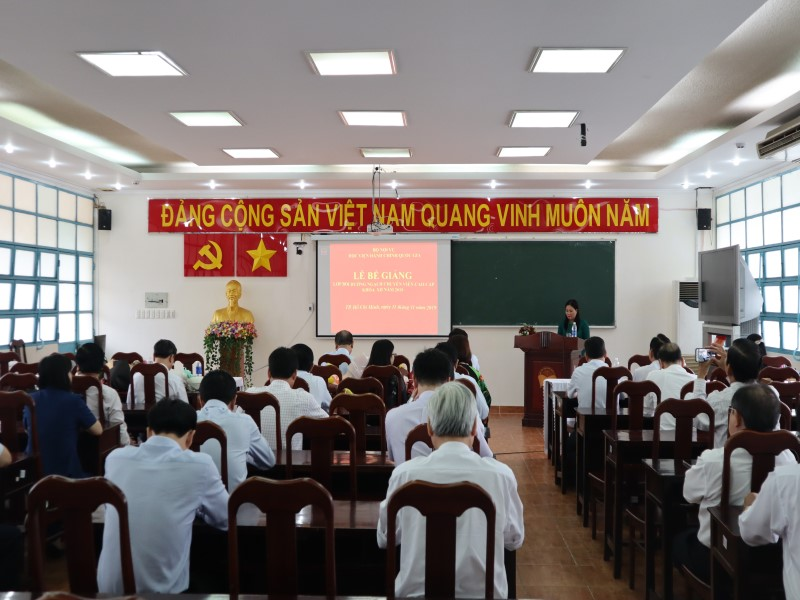 Bế giảng Lớp bồi dưỡng ngạch CVCC khóa XII năm 2019 _ 1