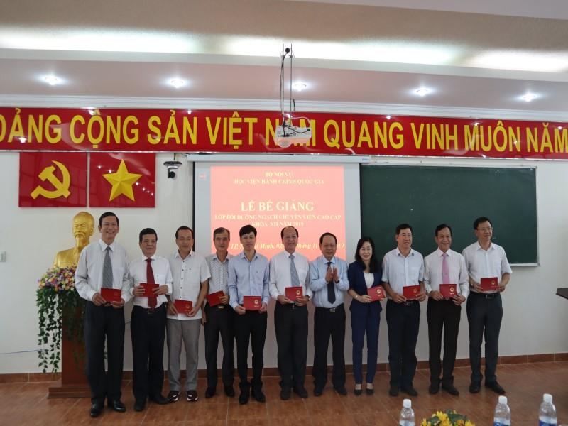 Bế giảng Lớp bồi dưỡng ngạch CVCC khóa XII năm 2019 _ 4