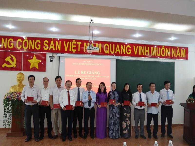 Bế giảng Lớp bồi dưỡng ngạch CVCC khóa XII năm 2019 _ 5