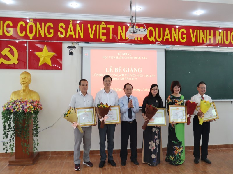 Bế giảng Lớp bồi dưỡng ngạch CVCC khóa XII năm 2019 _ 6