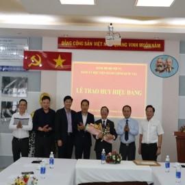 Trao tặng Huy hiệu 40 năm tuổi Đảng _ 8