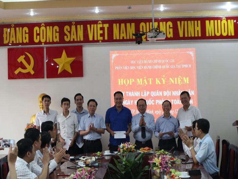 Họp mặt Kỷ niệm 75 năm Ngày thành lập Quân đội Nhân dân Việt Nam và Ngày Hội Quốc phòng Việt Nam _ 3