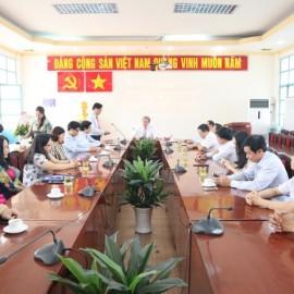 Giám đốc Học viện trao Quyết định nghỉ hưu cho TS.GVCC Phạm Quang Huy _ 1