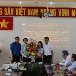Giám đốc Học viện trao Quyết định nghỉ hưu cho TS.GVCC Phạm Quang Huy _ 11