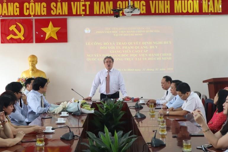 Giám đốc Học viện trao Quyết định nghỉ hưu cho TS.GVCC Phạm Quang Huy _ 2