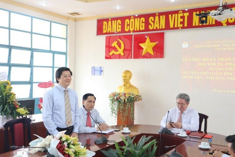 Giám đốc Học viện trao Quyết định nghỉ hưu cho TS.GVCC Phạm Quang Huy _ 5