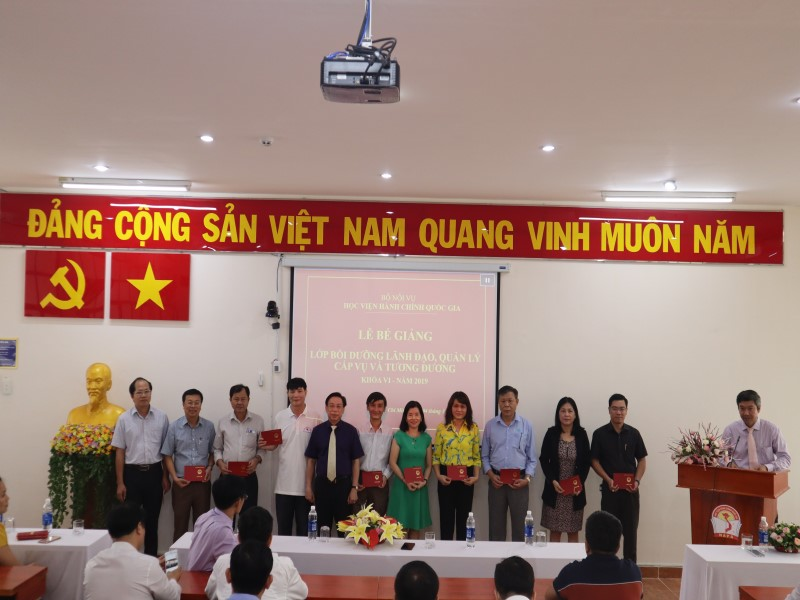 Bế giảng Lớp bồi dưỡng cấp Vụ khóa VI _ 6