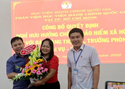 Công bố Quyết định nghỉ  hưu hưởng chế độ bảo hiểm xã hội Hoang Thi Bac _ 10