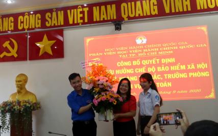 Công bố Quyết định nghỉ  hưu hưởng chế độ bảo hiểm xã hội Hoang Thi Bac _ 12
