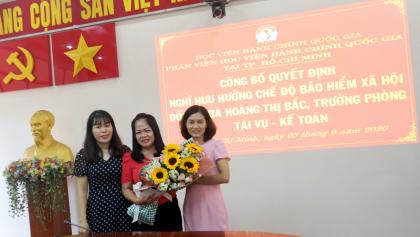 Công bố Quyết định nghỉ  hưu hưởng chế độ bảo hiểm xã hội Hoang Thi Bac _ 13