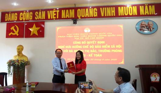 Công bố Quyết định nghỉ  hưu hưởng chế độ bảo hiểm xã hội Hoang Thi Bac _ 2