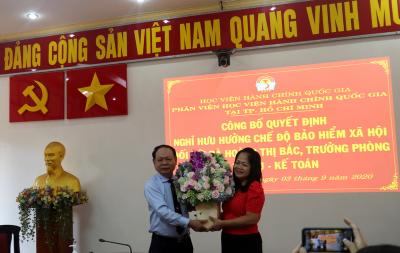 Công bố Quyết định nghỉ  hưu hưởng chế độ bảo hiểm xã hội Hoang Thi Bac _ 4