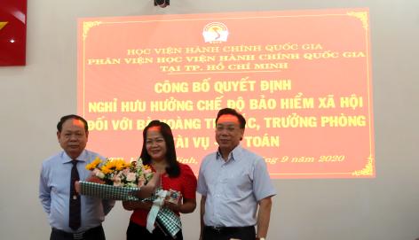 Công bố Quyết định nghỉ  hưu hưởng chế độ bảo hiểm xã hội Hoang Thi Bac _ 5
