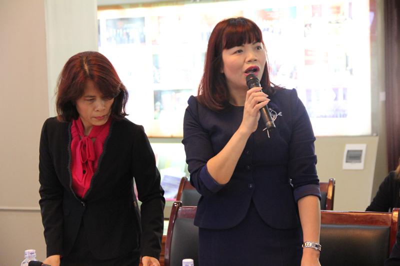 PGS.TS. Nguyễn Thị Hồng Hải – Trưởng Khoa Tổ chức và quản lý nhân sự phát biểu đề dẫn