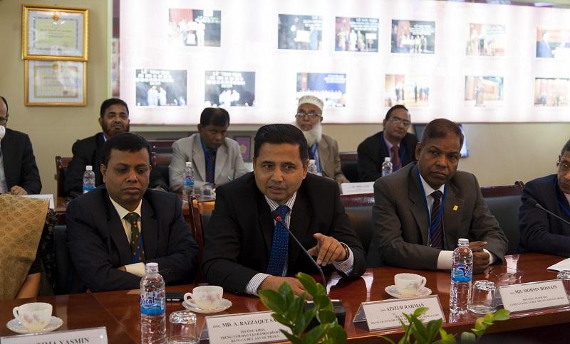 ông Azizur Rahman, Tham tán Công sứ Đại sứ quán Băng-la-đét tại Việt Nam  phát biểu