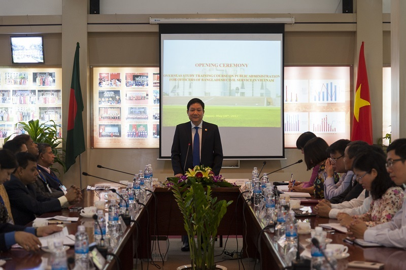 TS. Lê Như Thanh, Phó Giám đốc Thường trực Học viện  phát biểu khai giảng khóa bồi dưỡng