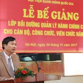 Ông Nguyễn Minh Hòa – Giám đốc Sở Nội vụ tỉnh Sơn La, đại diện học viên tham gia khóa bồi dưỡng phát biểu tại Lễ bế giảng