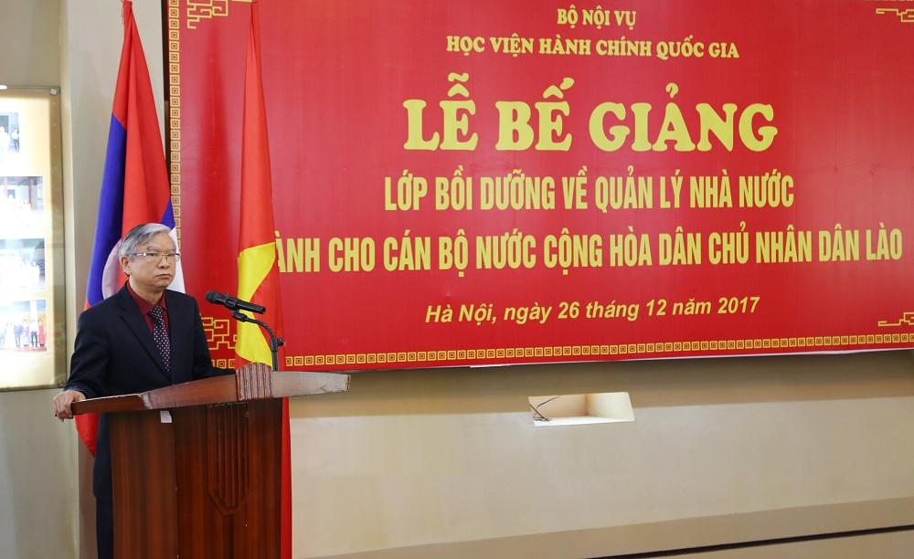 NGƯT, TS. Vũ Thanh Xuân, Phó Giám đốc Học viện Hành chính quốc gia phát biểu tại Lễ bế giảng