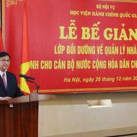 Ông Đeng Pạ-thum-thoong, Trưởng đoàn học viên Lào phát biểu tại buổi Lễ