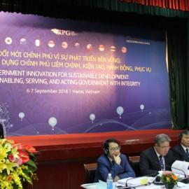 Bà Zsuzsanna Lonti – Trưởng ban Cải cách khu vực công OECD phát biểu tại diễn đàn