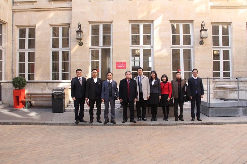 Đoàn làm việc tại Viện nghiên cứu Chính trị Sciences Po.