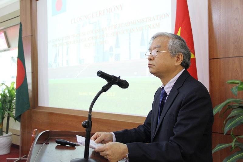 TS. Vũ Thanh Xuân – Phó Giám đốc Học viện Hành chính Quốc gia phát biểu bế giảng khóa bồi dưỡng