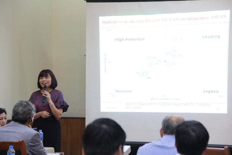 PGS.TS. Nguyễn Thị Hồng Hải – Trưởng Khoa Khoa học Hành chính và Tổ chức nhân sự nhấn mạnh tầm quan trọng của nguồn nhân lực khu vực công và đề xuất các giải pháp để quản lý hiệu quả và phát huy tối đa nhân tố này trong CMCN 4.0