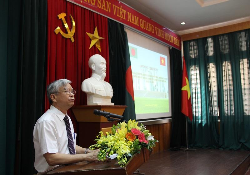 TS. Vũ Thanh Xuân – Phó Giám đốc Học viện Hành chính Quốc gia phát biểu khai giảng khóa bồi dưỡng