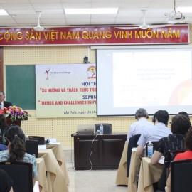 Ông Khoo Boon Hui, Thành viên Ban Điều hành Quỹ Temaseck quốc tế, Học giả cao cấp Trường Công vụ Xinh-ga-po phát biểu tại Hội thảo