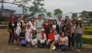 Đoàn đến tham quan Sân bay Tà Cơn