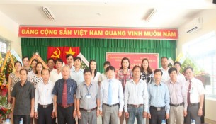 Đại biểu và học viên chụp ảnh lưu niệm