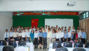 Các thành viên Hội đồng đánh giá luận văn và các học viên