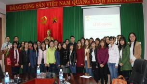 Lãnh đạo, cán bộ Cơ sở Học viện và học viên của lớp học tại lễ Bế giảng