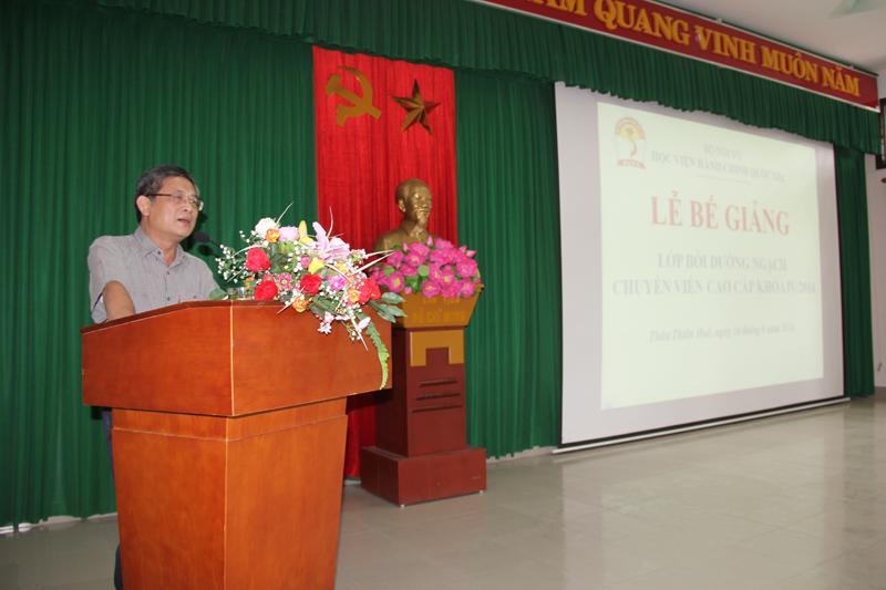PGS.TS Lưu Kiếm Thanh – Đảng ủy viên, Phó Giám đốc Học viện Hành chính Quốc gia phát biểu bế giảng khóa học
