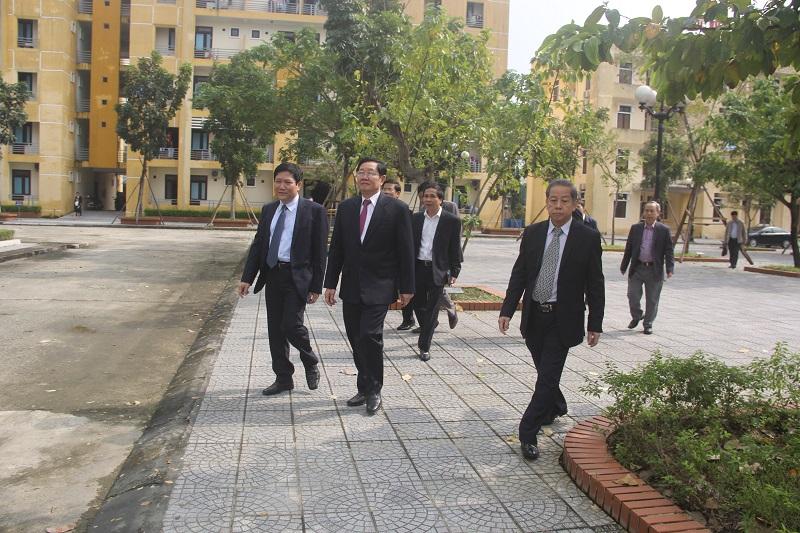 Đồng chí Lê Vĩnh Tân – Ủy viên Trung ương Đảng, Bộ trưởng Bộ Nội vụ đi thăm cơ sở vật chất Cơ sở Học viện