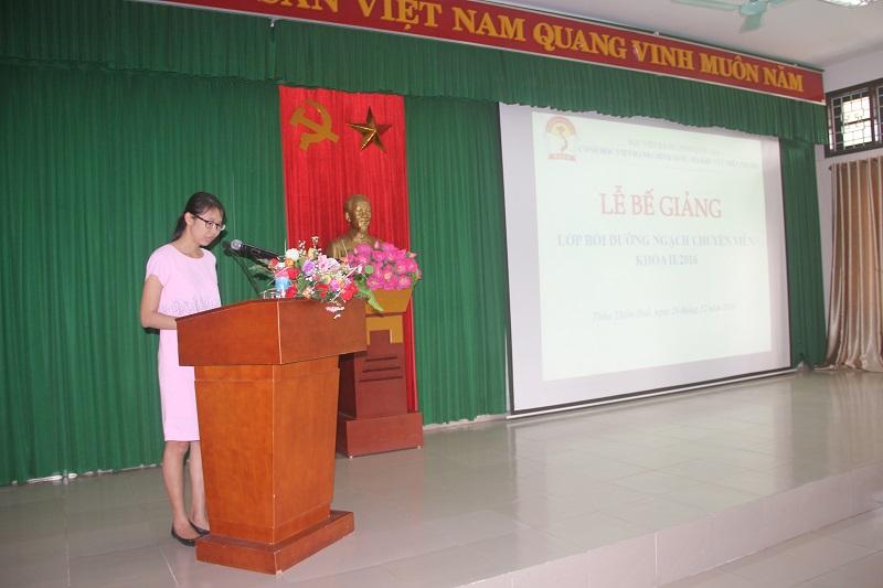 ThS.Mai Thị Phương Dung - Phụ trách phòng Bồi dưỡng cán bộ, công chức, viên chức Cơ sở Học viện công bố Quyết định cấp chứng chỉ